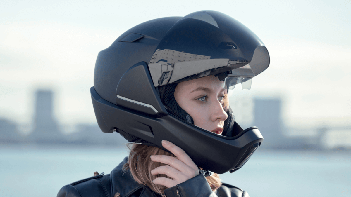 Meet The CrossHelmet: The Smart Motorbike Helmet