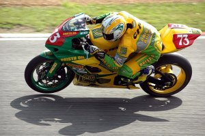 motorcycle- racer brands hatch motorbike track day uk biker webuyanybike we buy any bike motorbiketrader
